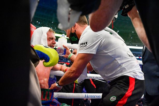 Billy Joe Saunders' corner called off the fight after the ninth round