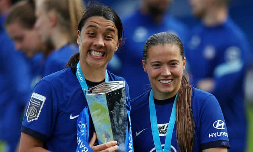 Sam Kerr and Fran Kirby with the trophy.