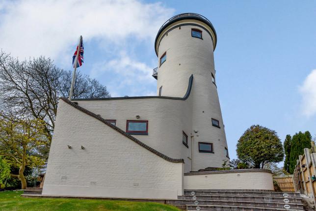 converted water tower in kenilworth, warwickshire