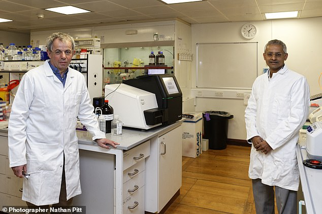 Cambridge University chemists Shankar Balasubramanian (right) and David Klenerman (left) won the prestigious science and technology prize in 2020 for their new DNA technology
