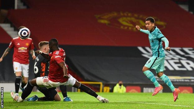 Roberto Firmino scores for Liverpool at Manchester United