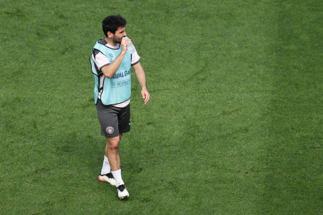 Ilkay Gundogan looks on in Manchester City training ahead of Champions League final with Chelsea