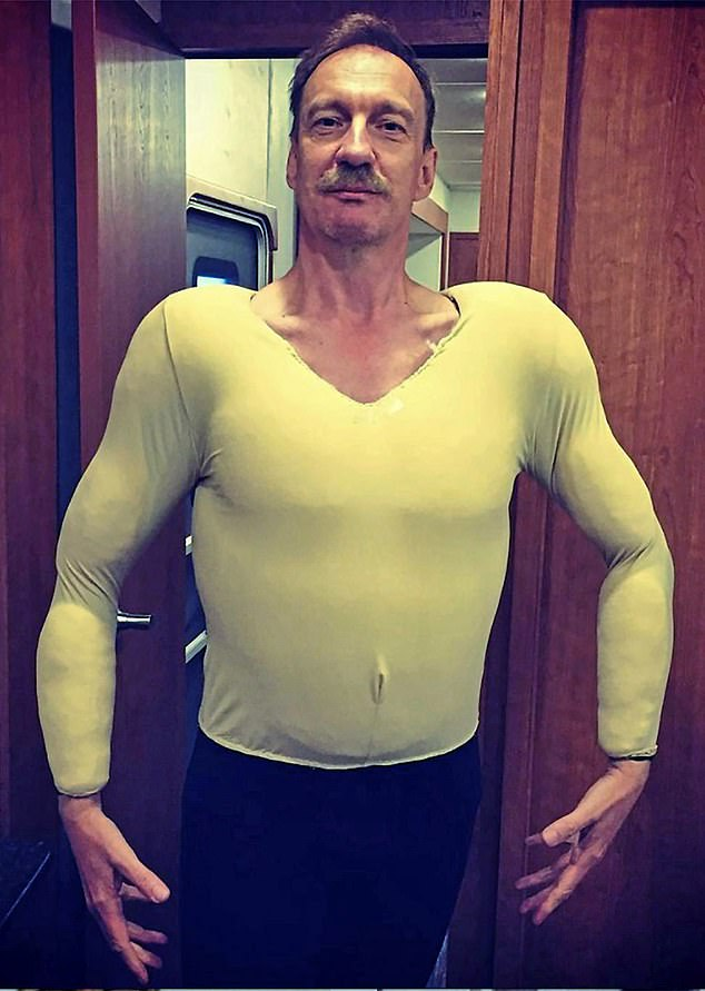 Harry Potter star David Thewlis has put all those influencers who spent lockdown drinking smoothies and lifting weights to shame with this photo of himself with a rippling torso