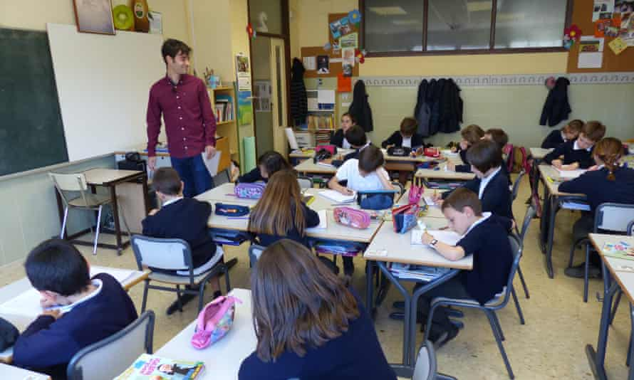 Manu Trigueros in the classroom. 'Educating children is fulfilling and they surprise you every day,' he says.