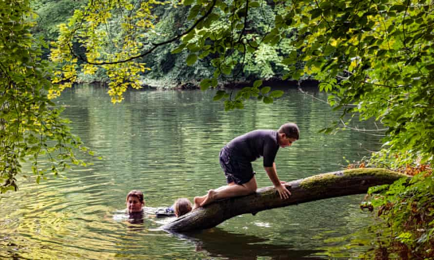 Single parent Fran, wild swimming with children Dominic and Penny