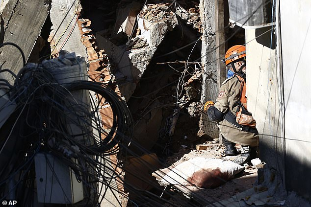 Rescue teams inspected the damage caused by an early morning building collapse in Rio das Pedras on Thursday