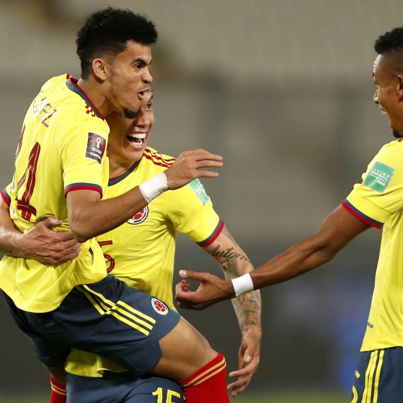Luis Diaz of Colombia celebrates with team-mates Mateus Uribe and William Tesillo