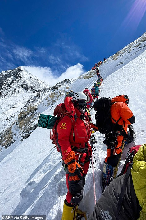 Mountaineers climbing Everest on May 11