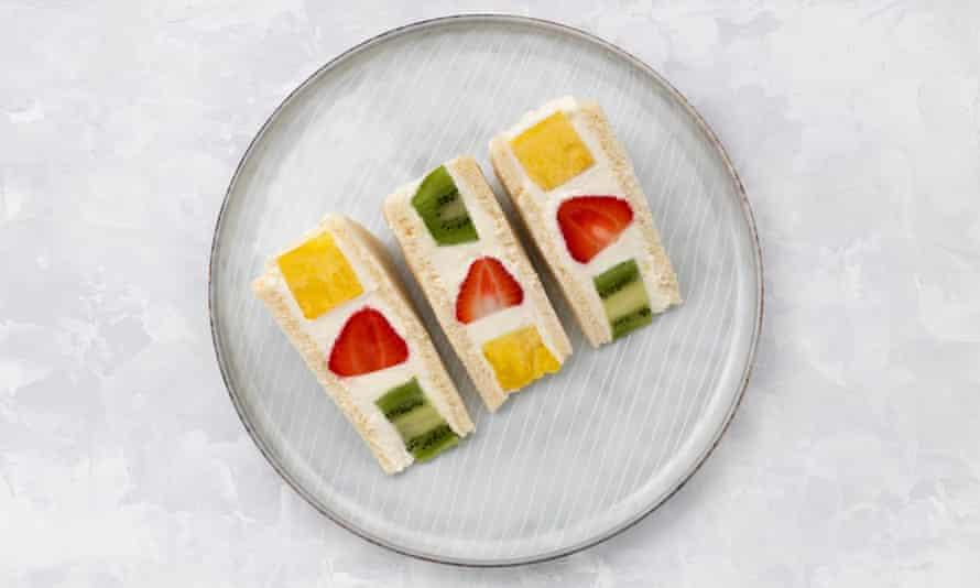 Japanese-style sweet fruit sando.