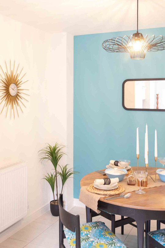This stunning show house shows small budgets shouldn?t stop you creating a fabulous home ? it has been furnished using only fabulous pre-loved finds from British Heart Foundation charity shops. Interior designer Alex Egan accepted the challenge from charitable housing provider Riverside, to show buyers what they can achieve on a ?4,000 budget using secondhand furniture.