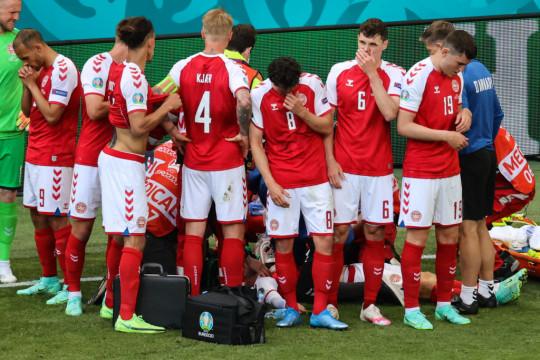 Denmark's players gather as paramedics attend to midfielder Christian Eriksen (not seen) during the UEFA EURO 2020 Group B football match between Denmark and Finland at the Parken Stadium in Copenhagen on June 12, 2021.