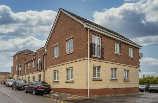 One-bedroom flat, Purfleet, Essex, £175,000