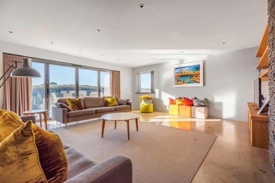 Five-bedroom detached house, Newquay, Cornwall - living room