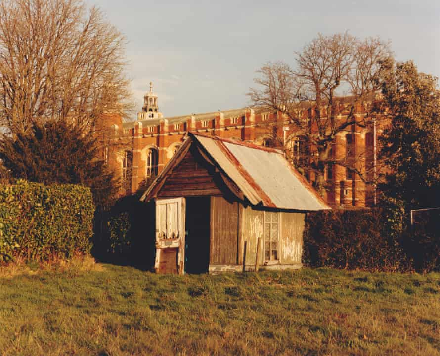 Image from The British Isles by Jamie Hawkesworth of a tatty shed.