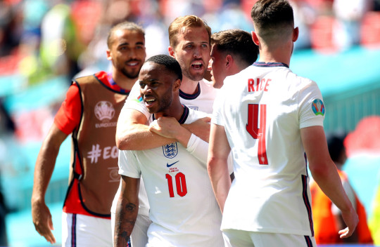 epa09267358 Raheem Sterling (C-L) of England celebrates with teammates after scoring the 1-0 lead during the UEFA EURO 2020 group D preliminary round soccer match between England and Croatia in London, Britain, 13 June 2021. EPA/Carl Recine / POOL (RESTRICTIONS: For editorial news reporting purposes only. Images must appear as still images and must not emulate match action video footage. Photographs published in online publications shall have an interval of at least 20 seconds between the posting.)