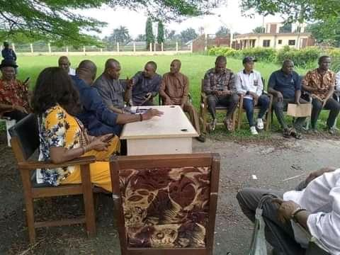 Chairman,Dr Lloyd and a cross section of the staff of Emohua local government Council hold  first official meeting with Staff under tree