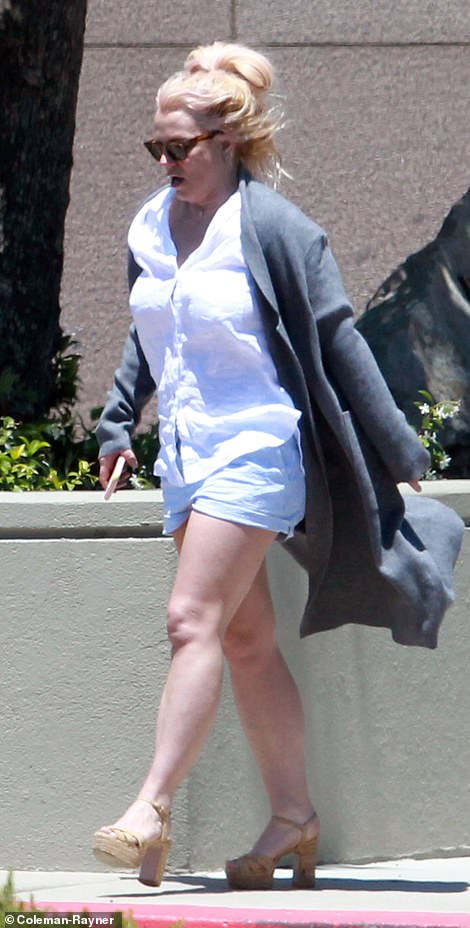 Casual: Spears donned a casual ensemble for her visit to the Ventura County Sheriff's department
