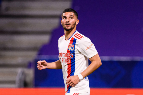 Houssem Aouar looks on during Lyon's clash with Nice