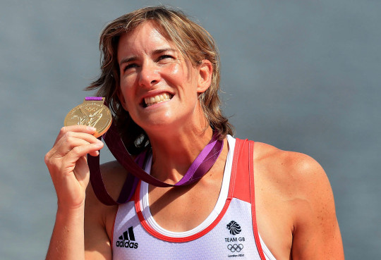 Katherine Grainger holding gold medal at 2012 London Olympics
