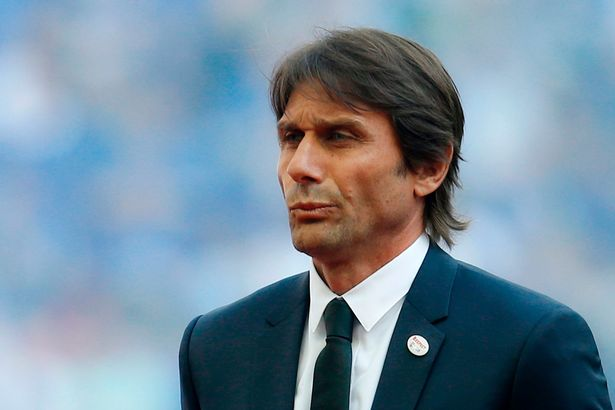 Antonio Conte is in talks with Spurs to become their new boss