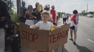 These Belarusians living in Poland are protesting at the border with their homeland.