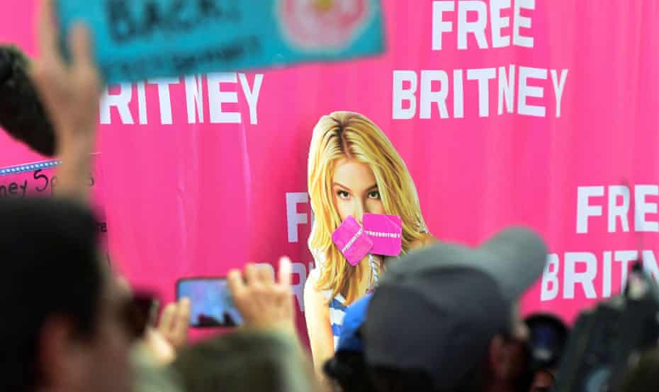 Fans and supporters of Britney Spears gather outside a Los Angeles courthouse.