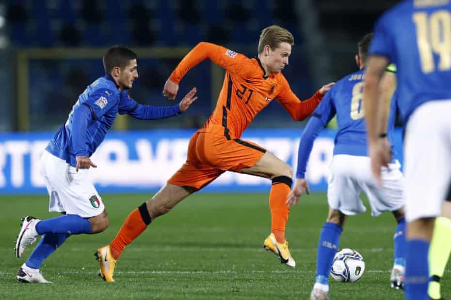 Netherlands' Frenkie de Jong puts the burners on to escape Marco Verratti during their Nations League match in October.