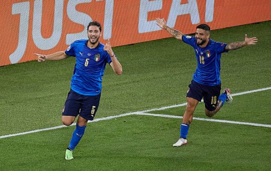 Manuel Locatelli of Italy celebrates after scoring his team's first goal with his teammates during the UEFA Euro 2020 Championship Group A match between Italy and Switzerland at Olimpico Stadium on June 16, 2021 in Rome, Italy.