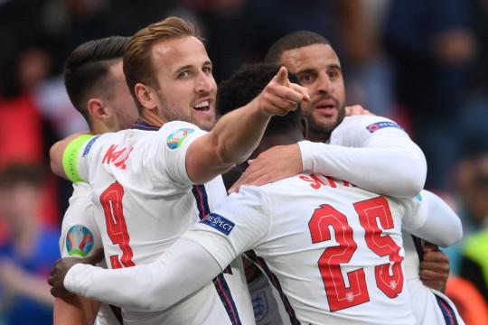 England beat the Czech Republic to maintain their unbeaten start to the Euros