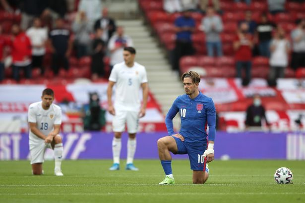 England players continue to take the knee