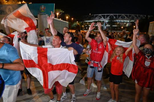 England fans celebrating after Euro 2020 quarter final victory