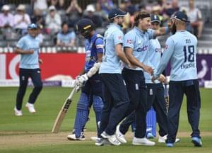 England celebrate the dismissal of Wanindu Hasaranga.