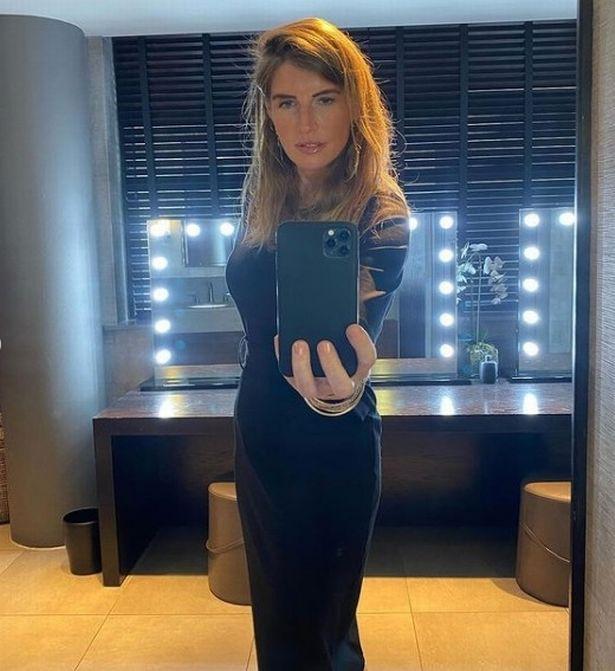 Hot to drop: Amanda looks gorgeous in figure-hugging dress.