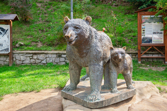 2B1DNRJ Bears statue in Metsovo. Epirus, Greece