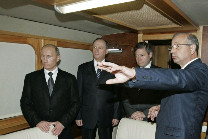 Leonid Reiman, second right, with President Vladimir Putin, left, in 2007, when Reiman held the post of information technologies and communications minister in the Russian government