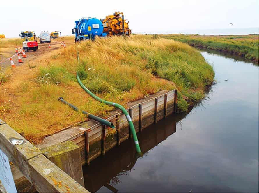 Tankers removing contaminated water in the Swalecliffe Brook, 12 November 2014