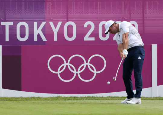 Paul Casey in contention as men's golfers tee off