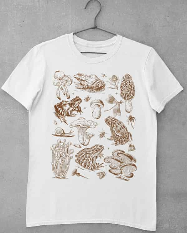 T-shirt featuring frogs and fungi