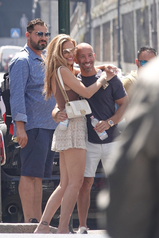 BGUK_2181605 - Rome, ITALY - Chrishell Stause and Jason Oppenheim stroll around the Colosseum in Rome. They left the hotel early without traveling companions to the colosseum, but there were too many people and too hot. As soon as they got back to the hotel they left for the airport with friends Mary Fitzgerald Tina Louise and other Pictured: Chrishell Stause and Jason Oppenheim BACKGRID UK 30 JULY 2021 BYLINE MUST READ: Cobra Team / BACKGRID UK: +44 208 344 2007 / uksales@backgrid.com USA: +1 310 798 9111 / usasales@backgrid.com *UK Clients - Pictures Containing Children Please Pixelate Face Prior To Publication*