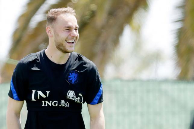 Arsenal transfer target Teun Koopmeiners looks on in Netherlands training