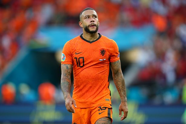 Memphis Depay has been forced to cut his wages before even joining Barcelona