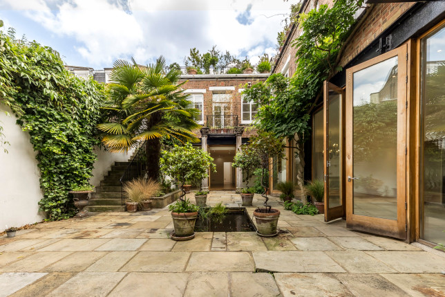 Roman Way 'Oasis House' lived in by Heath Ledger and Kirsten Dunst on sale