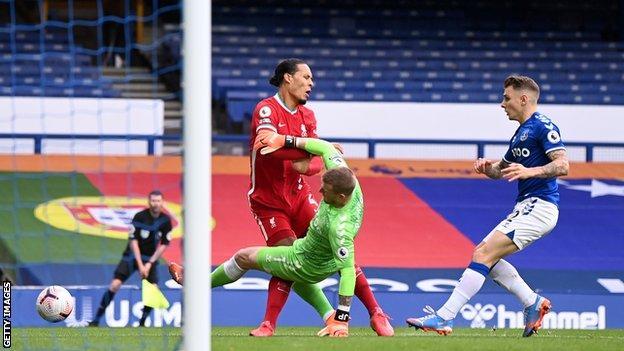 Virgil van Dijk is injured against Everton