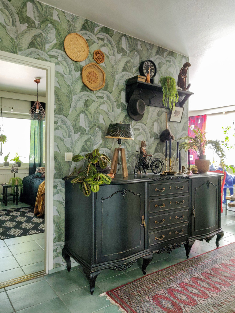 What I Rent: Henna, Finland - cabinets by green wall