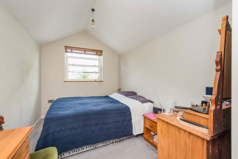 A tiny two-bedroom terraced home measuring just 2.4 meters in width for sale in London - one-bedroom annex in the garden