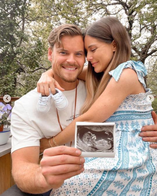 Louise Thompson pregnant
