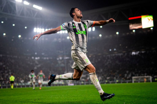 Juventus' Portuguese forward Cristiano Ronaldo celebrates scoring his team's second goal during the Italian Serie A football match between Juventus and Genoa
