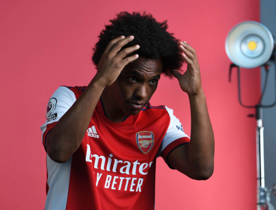 Willian poses in Arsenal kit