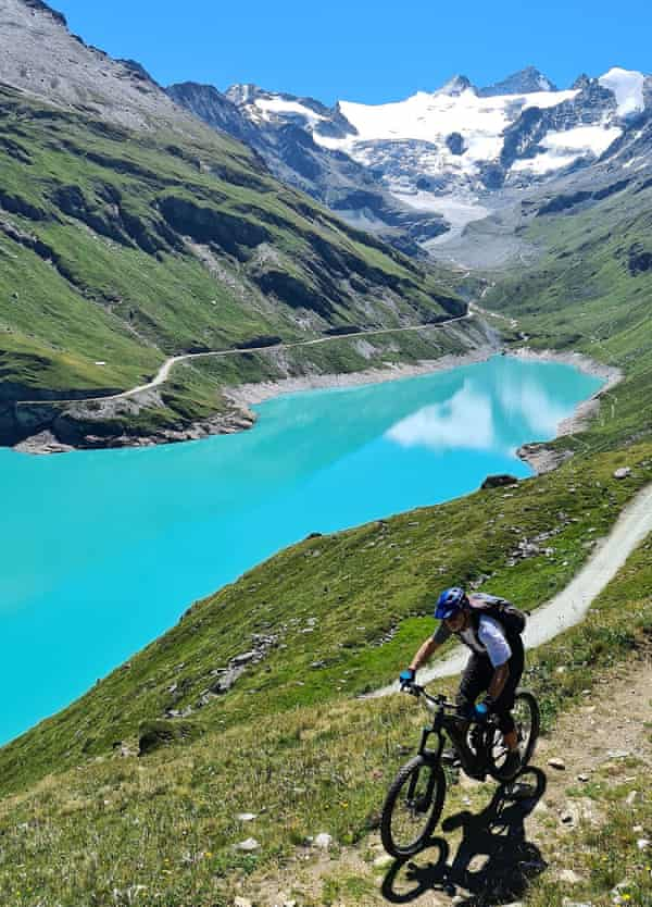 Cycling above Lac de Moiry