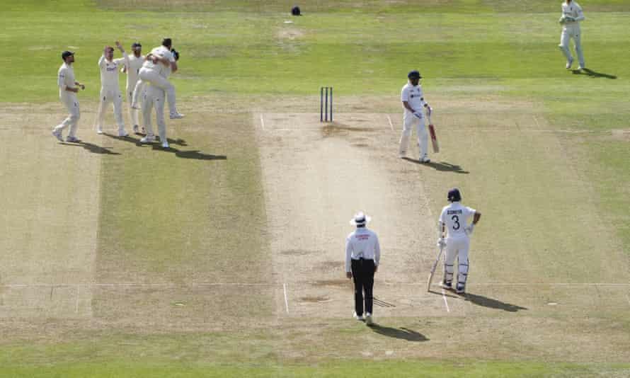 England's Ollie Robinson is held aloft by a teammate after dismissing Virat Kohli.